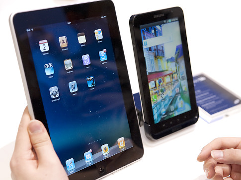 Samsung-Galaxy-Tab--Apple's-iPad.jpg
